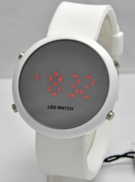 Объявление о продаже Часы LED Watch в Самарской области на Avito. Продам часы наручные LED Watch,нерабочие,цена 200 р
